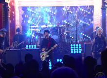 GREEN DAY LATE NGHT SHOW WITH STEPHEN COLBERT STILL BREATHING
